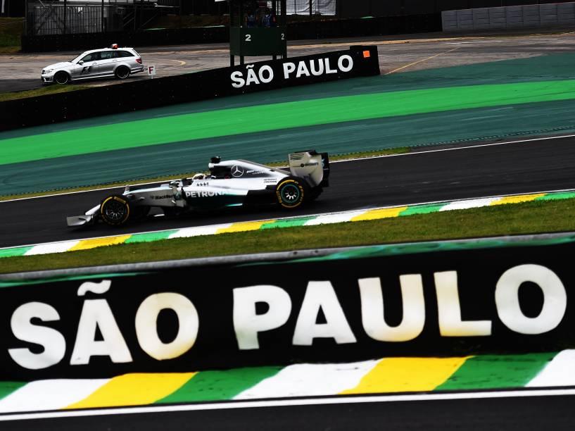 Lewis Hamilton da Mercedes durante treino classificatório para o Grande Prêmio do Brasil de Fórmula 1