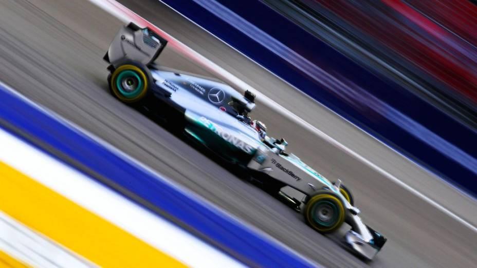 Lewis Hamilton, da Mercedes, vence o Grande Prêmio de Singapura 2014