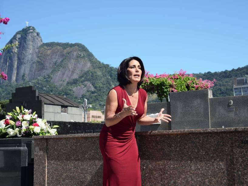 Glória Pires vive a dermatologista Paula na comédia Linda de Morrer