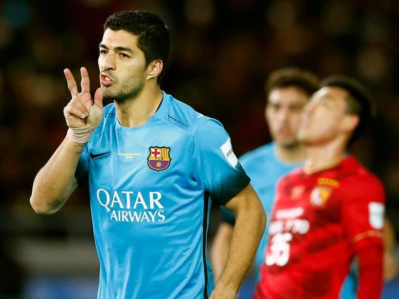 Luis Suárez marca três e leva o Barcelona à final do Mundial de Clubes, no Estádio de Yokohama, nesta quinta-feira (17)