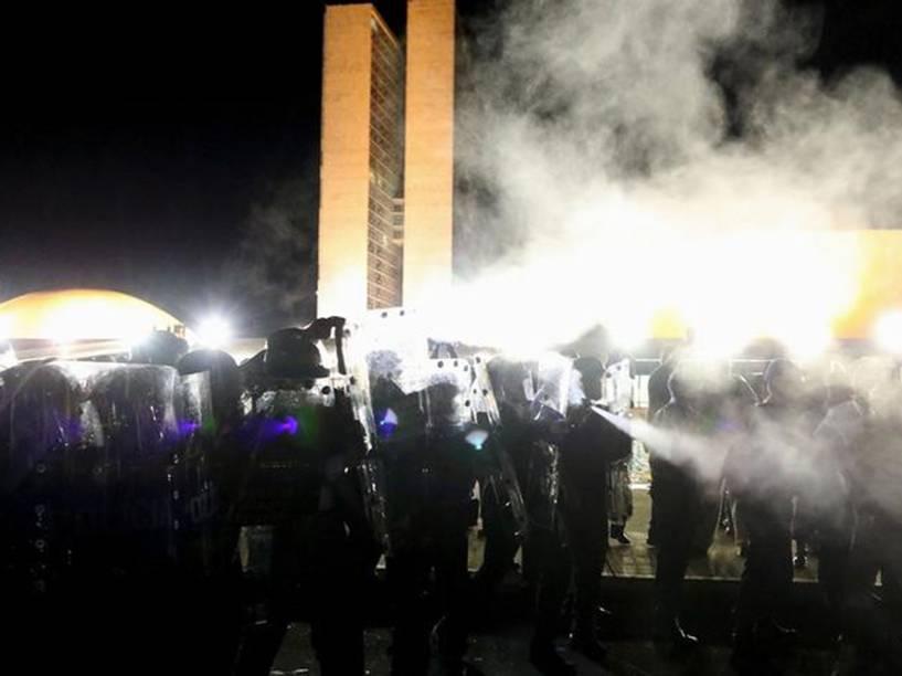 Manifestantes pró-impeachment fecham a esplanada dos ministérios, em frente ao Palácio do Planalto, após o ex-presidente Luis Ignácio Lula da Silva ter sido anunciado como novo ministro chefe da casa civil