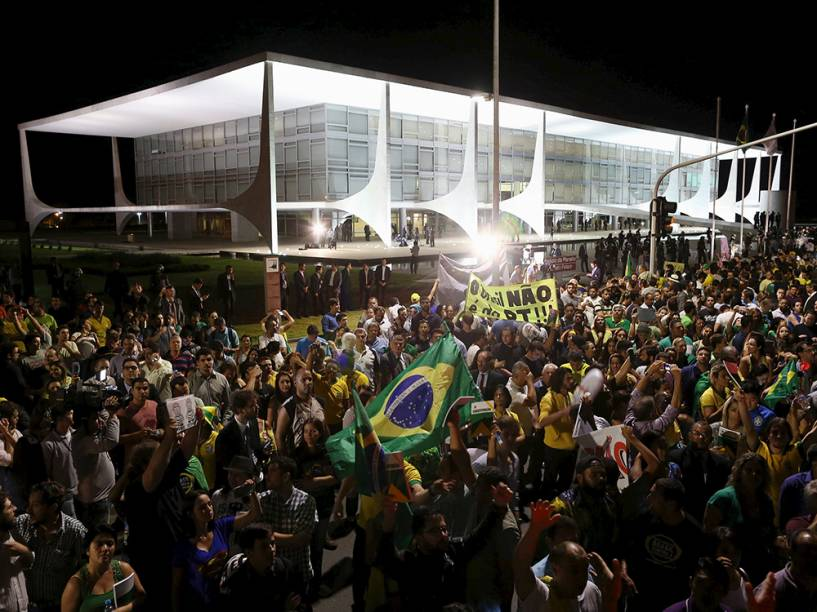Manifestação contra a nomeação do ex-presidente Lula, para o cargo de ministro-chefe da Casa Civil, em Brasília