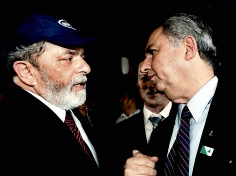 Foto apreendida na casa de José Carlos Bumlai mostra o pecuarista ao lado de Lula