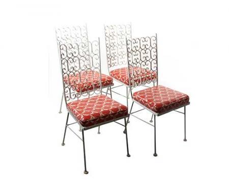 Don e Megan eram os donos dessas quatro cadeiras laranja