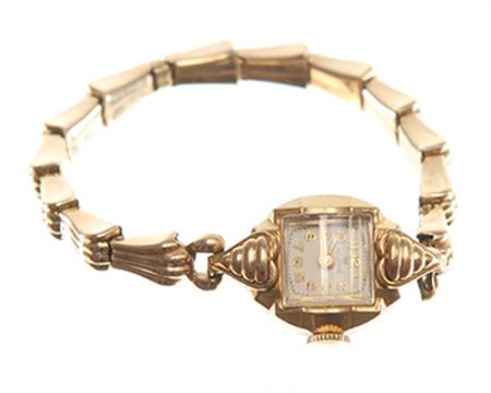 Este relógio dourado foi usado por Peggy Olson (Elisabeth Moss) na série