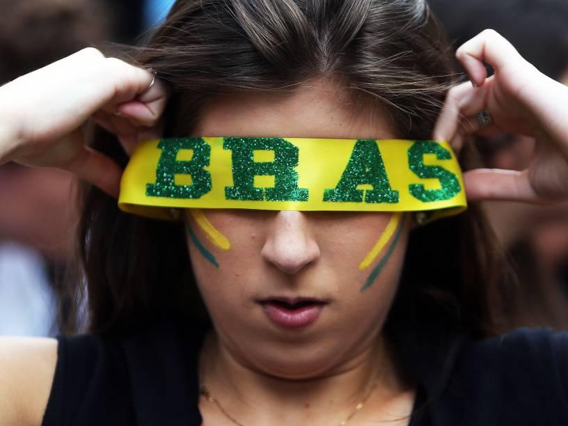 Manifestantes seguem na Avenida Paulista, em São Paulo (SP), protestando contra o governo e a nomeação de Lula como ministro, na manhã desta quinta-feira (17)