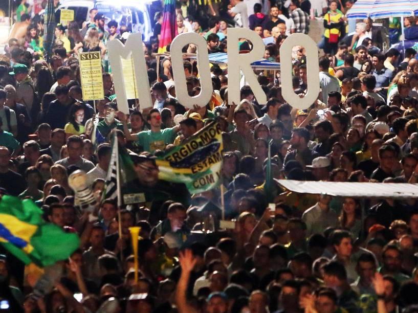 <br><br>Protesto contra o governo e a nomeação de Lula como ministro, na Avenida Paulista, em São Paulo (SP), nesta quinta-feira (17). Teve faixas de apoio ao juiz Sérgio Moro, responsável pela operação Lava Jato