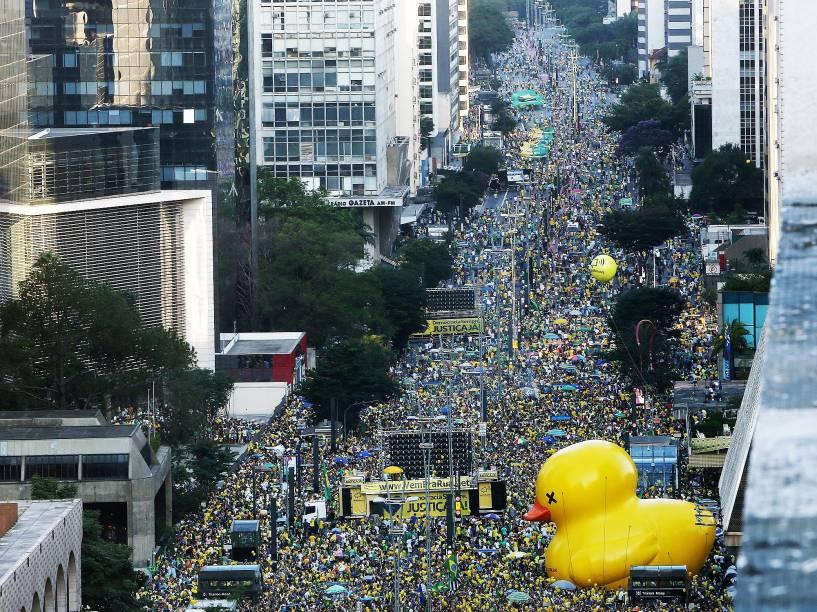 Manifestante protesta a favor do Impeachmente da Presidente Dilma Rousseff, na Avenida Paulista, em São Paulo. A Câmara dos Deputados decide hoje se o processo terá ou não continuidade - 17/04/2016