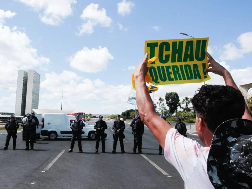 Movimentação durante protesto contra a Presidente Dilma Rousseff na Esplanada dos Ministérios em Brasília, DF. Dia de protesto pelo impeachment Dilma - 17/04/2016