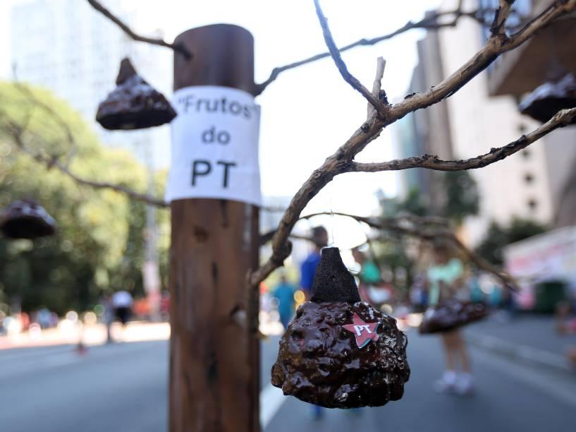 Manifestantes pró- impeachment da presidente Dilma Rousseff concentram-se em trecho da Avenida Paulista - 17/04/2016
