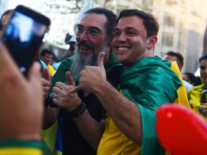 Cantor Lobão participa de manifestação a favor do impeachment da presidente Dilma, na Avenida Paulista, São Paulo - 17/04/2016