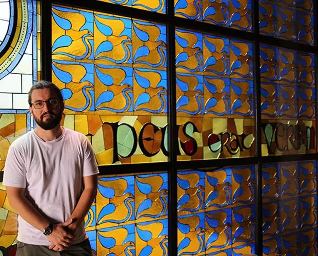 O teólogo Marco, do BBB15, na igreja. Ele substituiu o bailarino Rogério, de Recife, que desistiu de participar ainda no hotel
