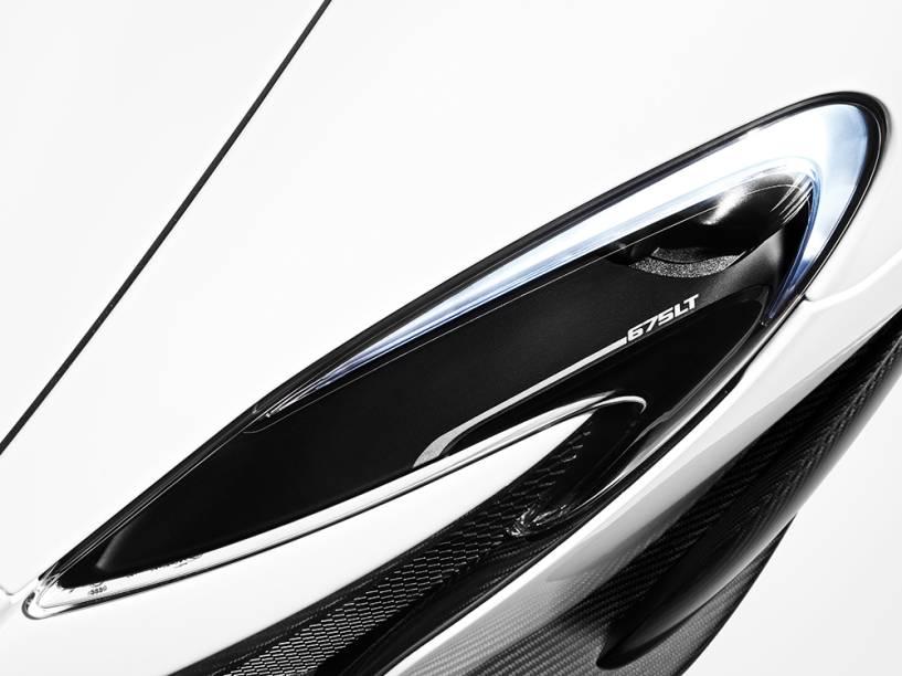 McLaren 675LT: fibra de carbono reduziu peso em 100 kg