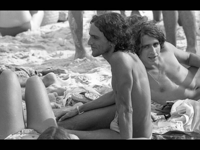 O cantor e compositor respondeu aos comentários com mais uma foto de cueca, dessa vez uma imagem dos anos 70