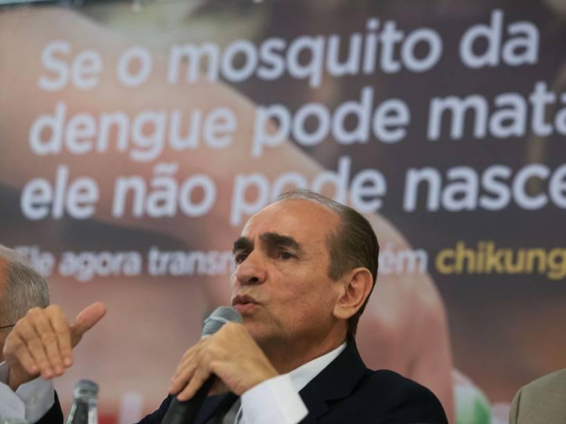 O ministro da Saúde, Marcelo Castro, durante divulgação de novos números da dengue, chikungunya e microcefalia, no Hotel San Marco, nesta terça-feira (24)