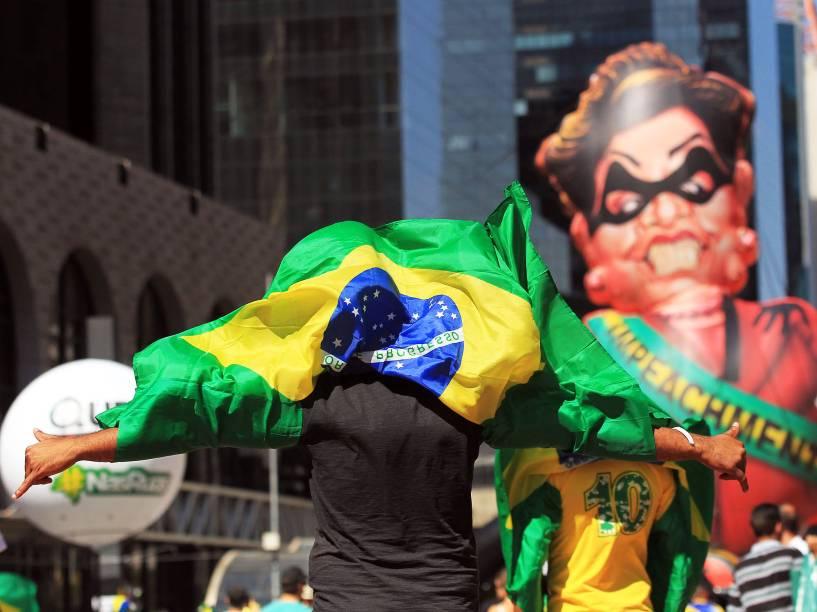 Manifestantes pró-impeachment concentrados na Avenida Paulista, em São Paulo. O pedido de impeachment da oposição contra a presidente passará pela votação dos deputados em sessão marcada para esta tarde na Câmara dos Deputados, em Brasília - 17/04/2016