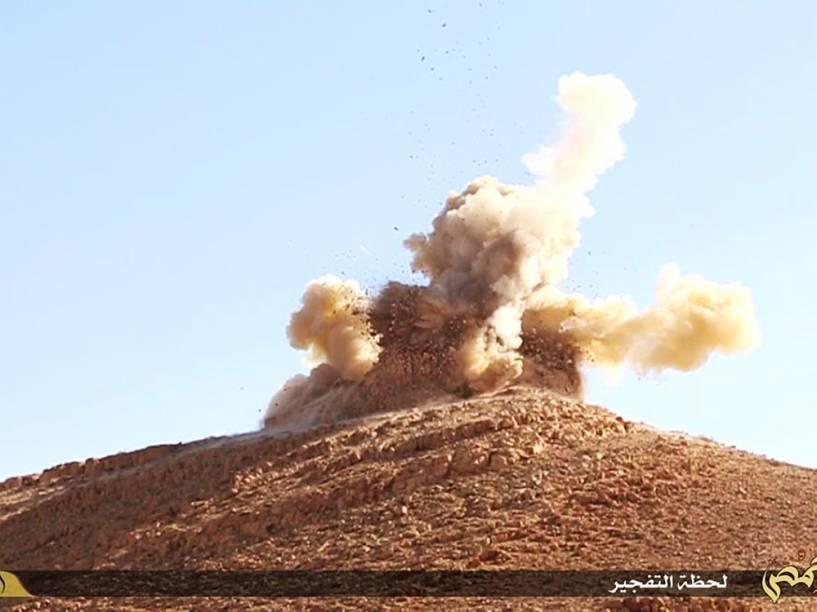 Estado Islâmico divulga imagens da destruição do sítio arqueológico de Palmira na Síria - 23/06/2015