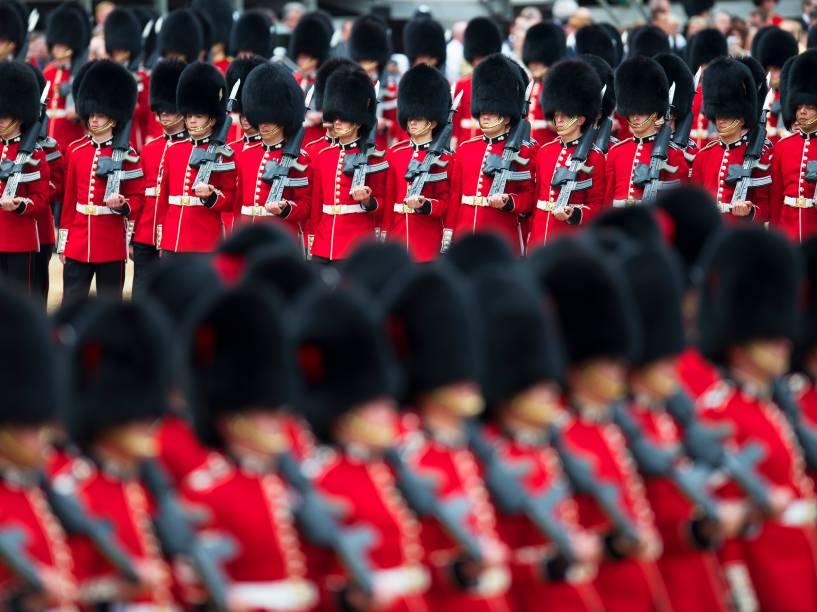 Membros da marcha The Foot Guards, durante a parada Trooping The Colour, que celebra o aniversário da rainha Elizabeth II - 11/06/2016