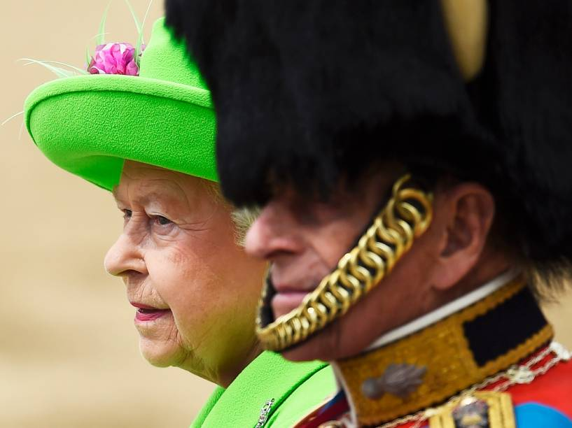A rainha Elizabeth II e o príncipe Philip, durante a  parada Trooping the Colour, que celebra o aniversário da monarca, em Londres, na Inglaterra - 11/06/2016