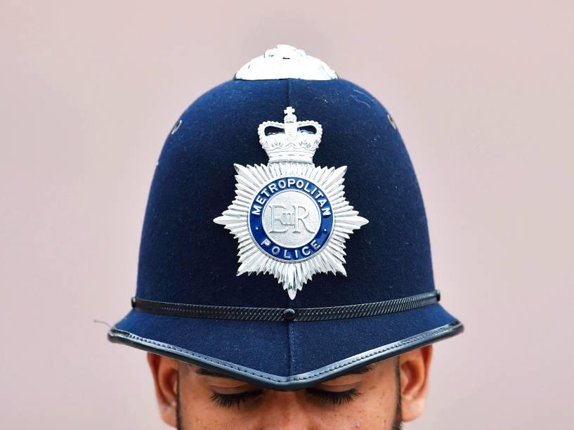 Policial britânico, durante a parada Trooping the Colour, que celebra o aniversário da rainha Elizabeth II, em Londres, na Inglaterra - 11/06/2016