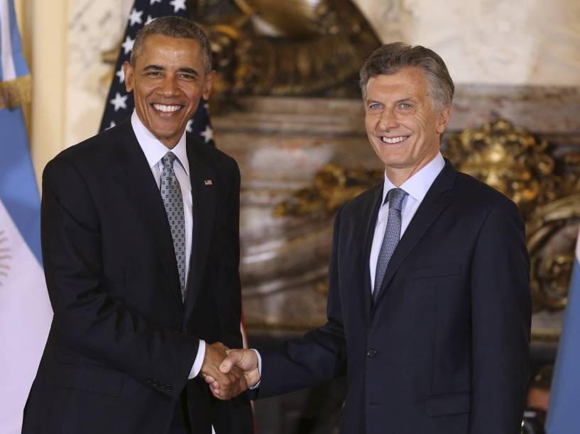 O presidente da Argentina, Mauricio Macri, cumprimenta o presidente dos Estados Unidos, Barack Obama, durante encontro na Casa Rosada, em Buenos Aires - 23/03/2016