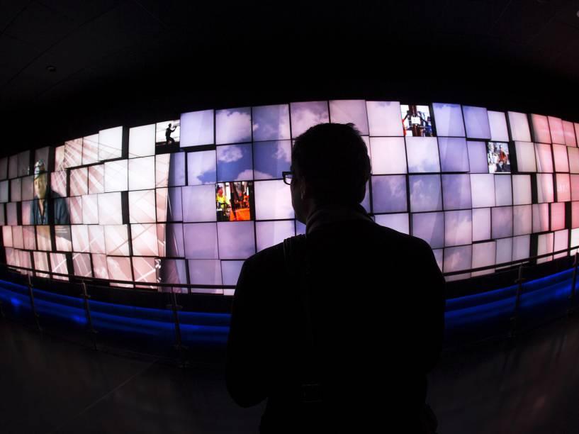 Vídeos são exibidos durante visita à torre do One World Trade Center, em Nova York