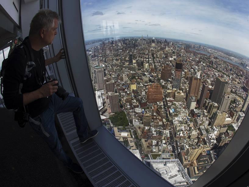 Vista do horizonte de Manhattan a partir do deck de observação da torre do One World Trade Center, em Nova York
