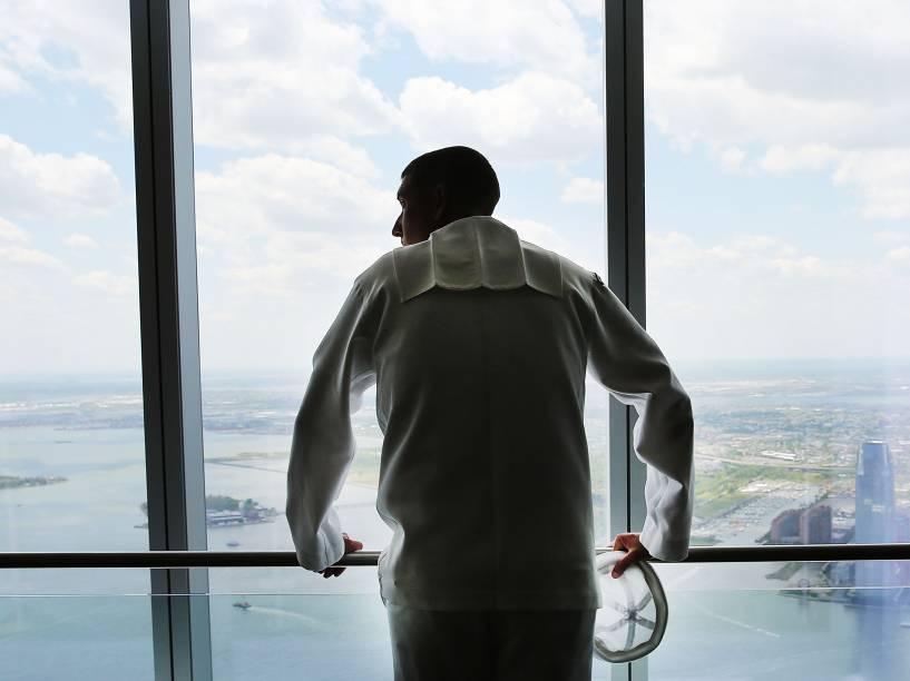 A plataforma de observação fica no topo do edifício de 104 andares construído no local das Torres Gêmeas que sofreram o ataque terrorista de 2001
