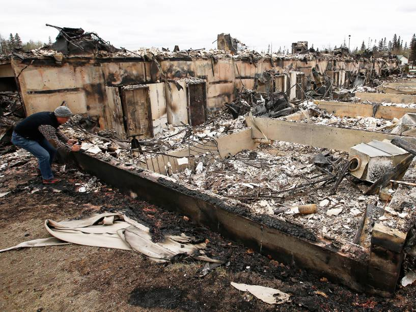 Bairro de Beacon Hill, em Fort McMurray, no Canadá, foi atingido por grande incêndio, nos últimos dias. Toda a cidade foi evacuada, e os moradores foram levados para abrigos nas proximidades - 10/05/2016