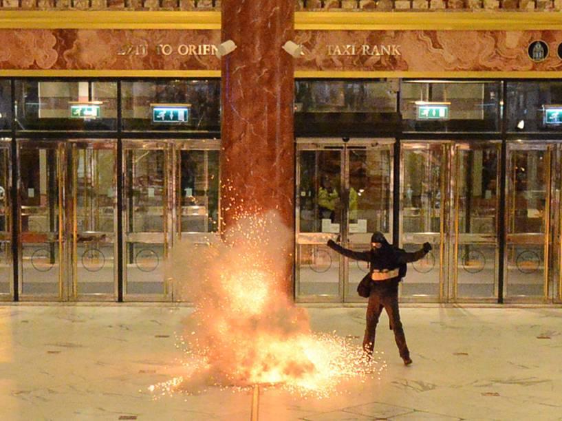 Simulação de atentado terrorista, no Manchester Trafford Centre, grande centro comercial na cidade de Manchester, na Inglaterra - 10/05/2016