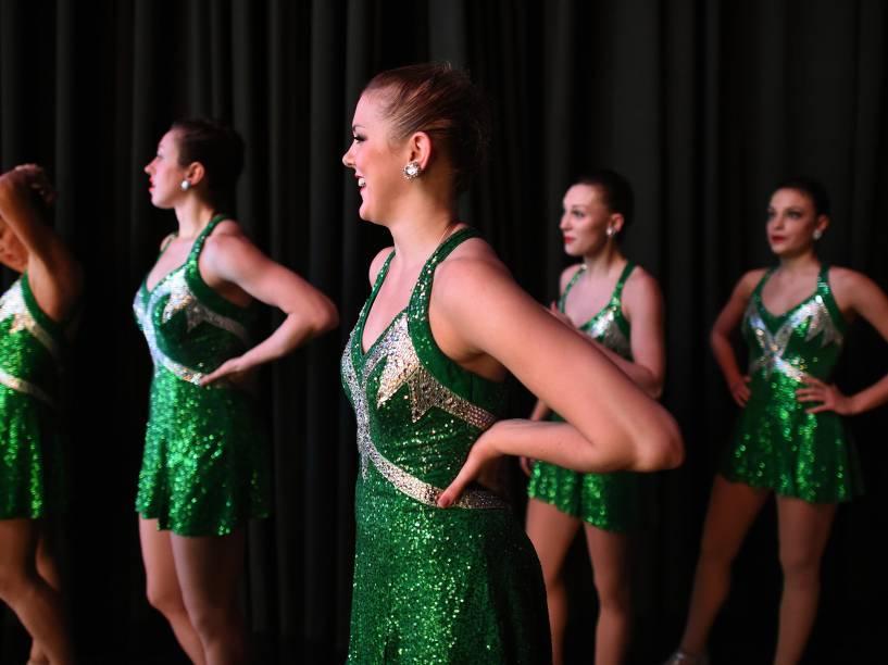 Apresentação do grupo de dança The Rockettes, durante o Radio City Christmas Spectacular, show anual realizado no Radio City Music Hall desde 1933