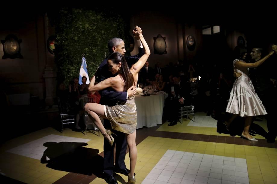Presidente americano Barack Obama dança tango durante jantar promovido por Mauricio Macri no Centro Cultural Kirchner, em Buenos Aires