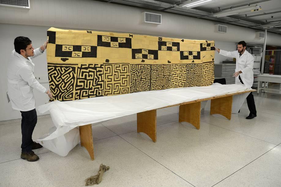 Tapeçaria africana encontrada na casa de Zwi Skornicki