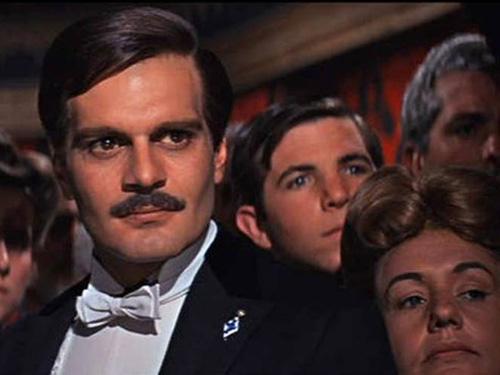 Omar Sharif como Yuri Jivago no filme Doutor Jivago, de 1965