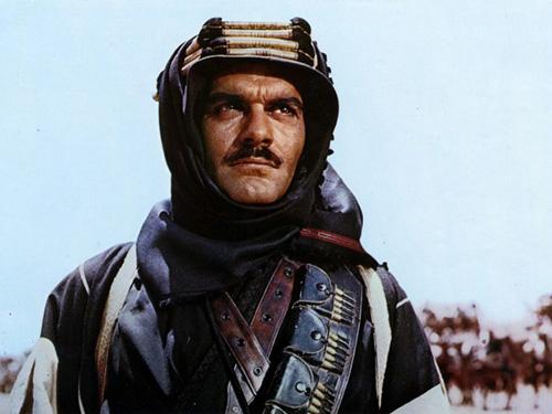 O ator egípcio Omar Sharif no filme de 1962 baseado na obra de T. E. Lawrence, Lawrence da Arábia