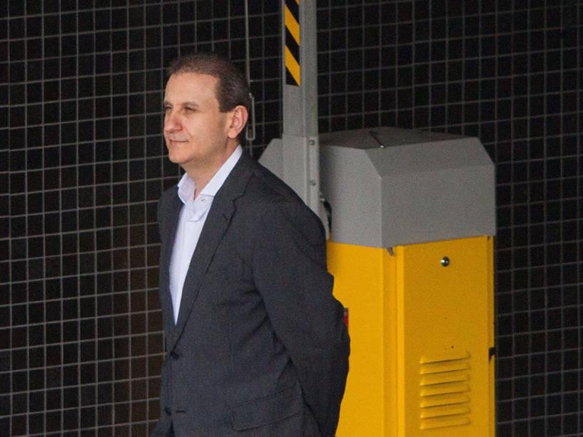 Alberto Youssef é visto deixando a sede da Polícia Federal em Curitiba (PR) - 13/02/2015
