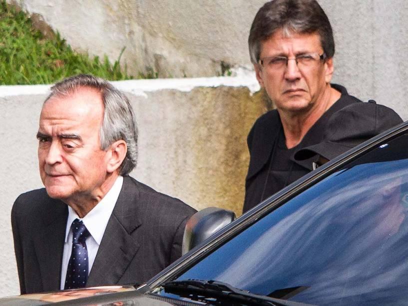 Nestor Cerveró é visto deixando a sede da Polícia Federal em Curitiba - 13/02/2015