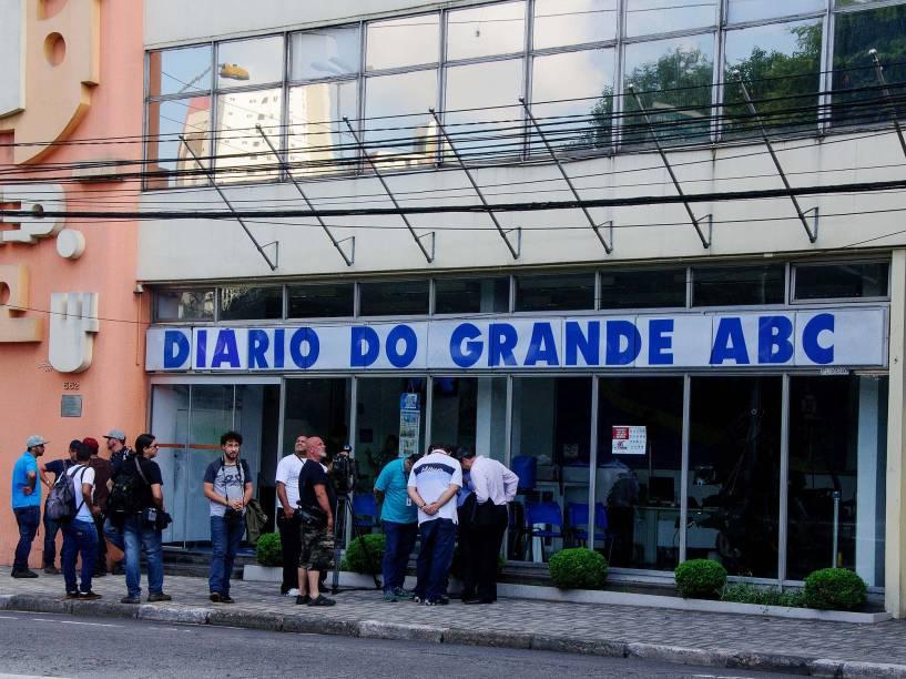 Movimento em frente ao jornal Diário do Grande ABC, na cidade de Santo André, no ABC Paulista, na manhã desta sexta-feira, 01. A ação faz parte da Operação Carbono 14, a 27ª fase da Operação Lava Jato