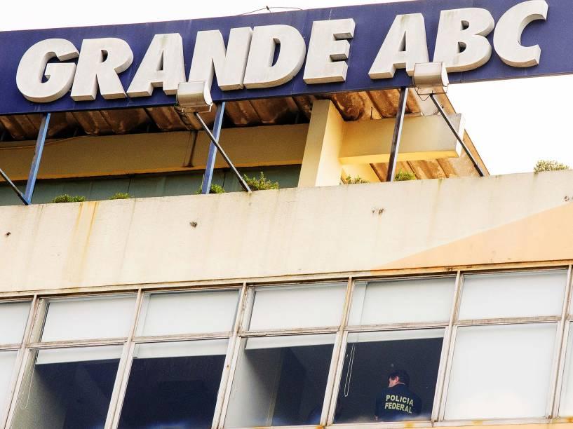 Polícia Federal cumpre mandado de busca e apreensão no Diário do Grande ABC, em Santo André (SP), na manhã desta sexta-feira (1), durante a 27ª fase da Operação Lava Jato
