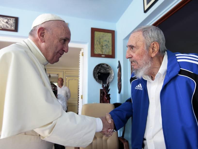 Papa Francisco e o líder cubano Fidel Castro se encontram em Havana