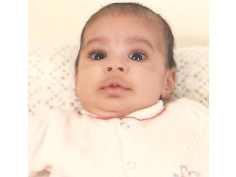 Foto do passaporte de Charlotte, tirada em 1987