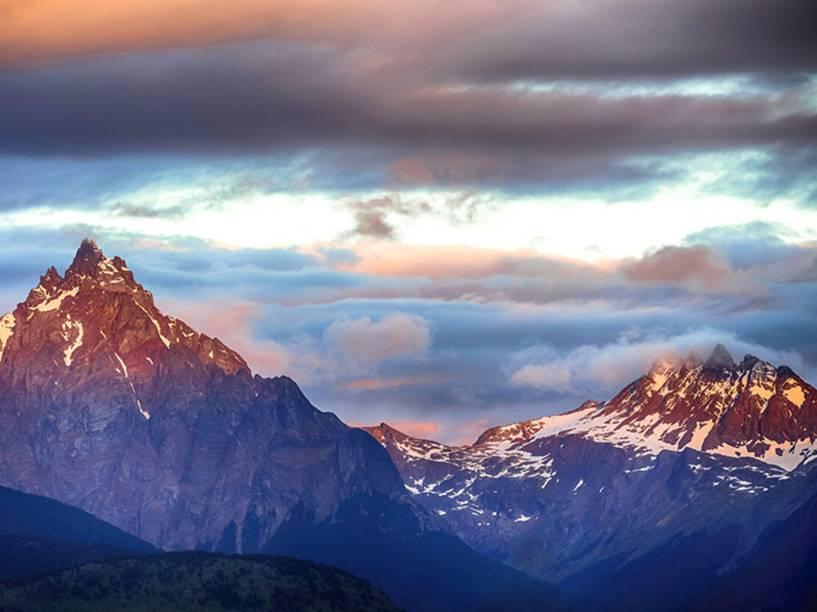 """Vista do Monte Olivia, nos arredores de Ushuaia, na Terra do Fogo. O monte chega a 1.326 metros acima do nível do mar, é a altura máxima da cadeia montanhosa que rodeia a chamada """"cidade do fim do mundo"""""""