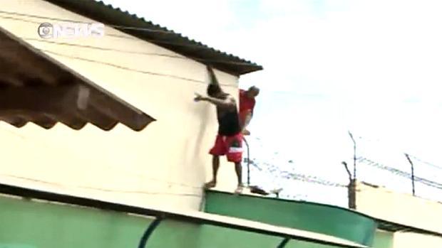 Presos pulam muro para fugir do presídio de Pedrinhas