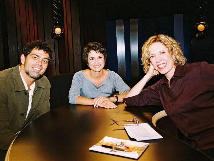 Eduardo Moscovis e Sandra Annenberg sendo entrevistados por Marília Gabriela em 2004