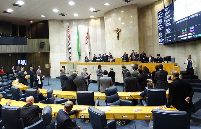 alx_plenaria-votacao-02-07-2015-franca-09829-300abre_original.jpeg