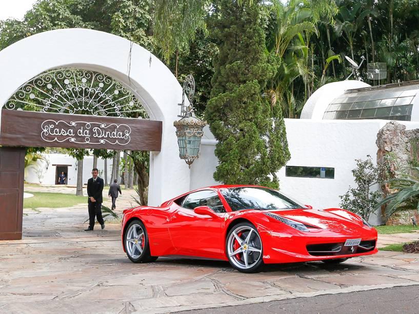 Ferrari do senador Fernando Collor de Mello (PTB-AL) apreendida por agentes da PF da Casa da Dinda, residência do senador e antiga residência oficial da época que ele foi presidente