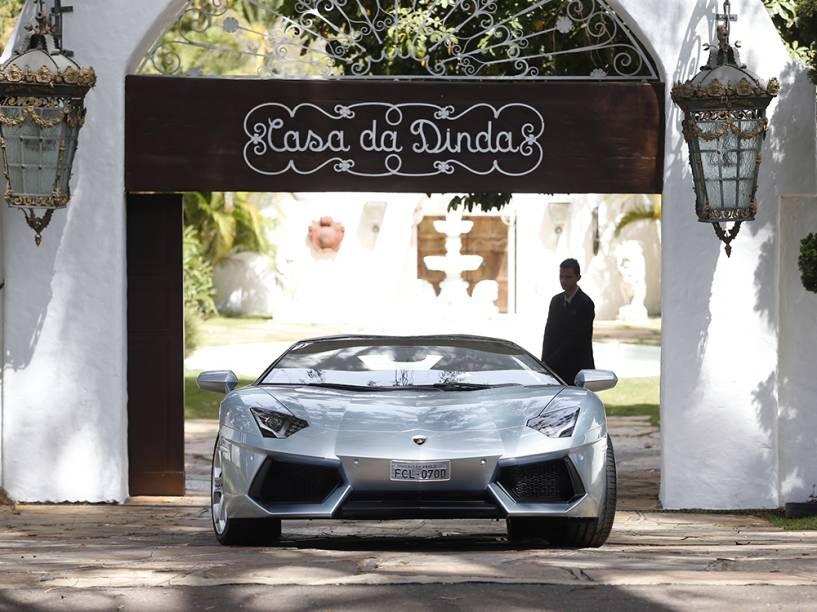 Lamborghini do senador Fernando Collor de Mello (PTB-AL) apreendida por agentes da PF da Casa da Dinda, residência do senador e antiga residência oficial da época que ele foi presidente