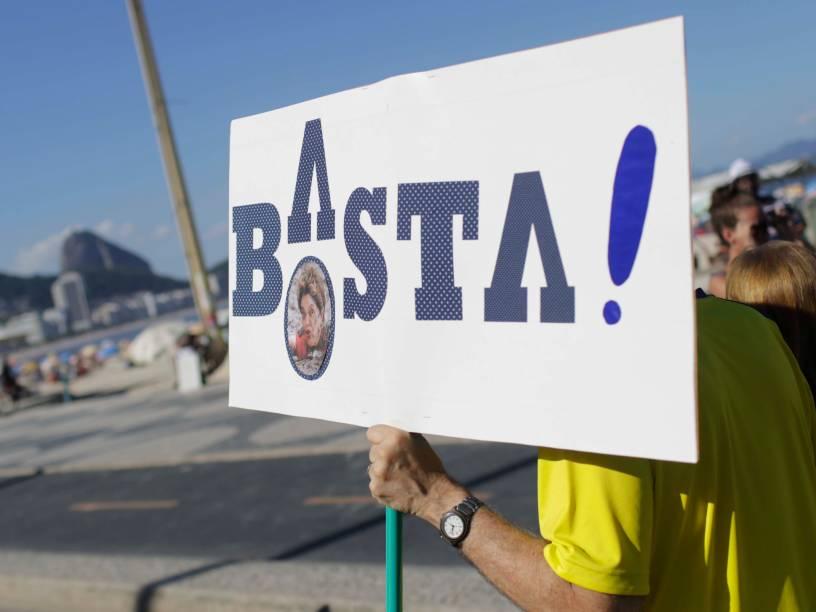 Manifestantes protestam a favor do Impeachment da presidente Dilma Rousseff, em Copacabana, no Rio de Janeiro - 17/04/2016