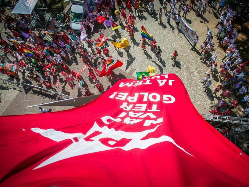 Manifestantes contra o Impeachment se reúnem no Vale do Anhangabaú para protestar a favor da Presidente Dilma - 17/04/2016