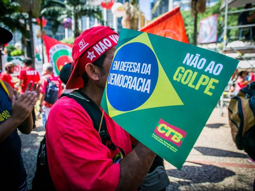 Manifestantes contra o Impeachment se reúnem no Vale do Anhangabaú, em Sãp Paulo - 17/04/2016